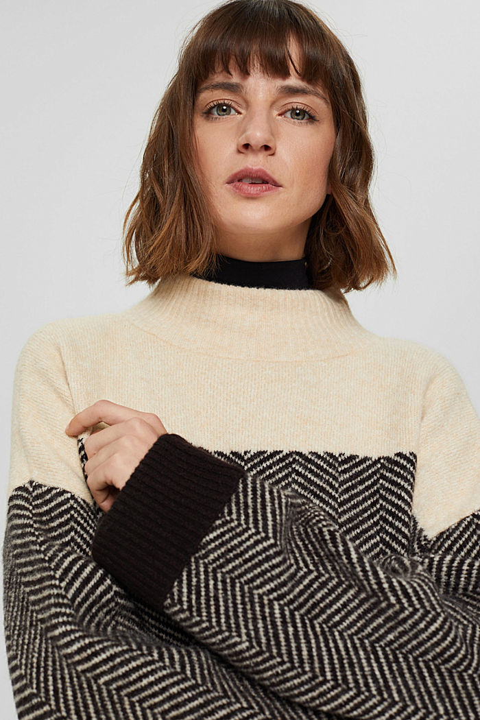 Mit Wolle: Heringbone-Pullover