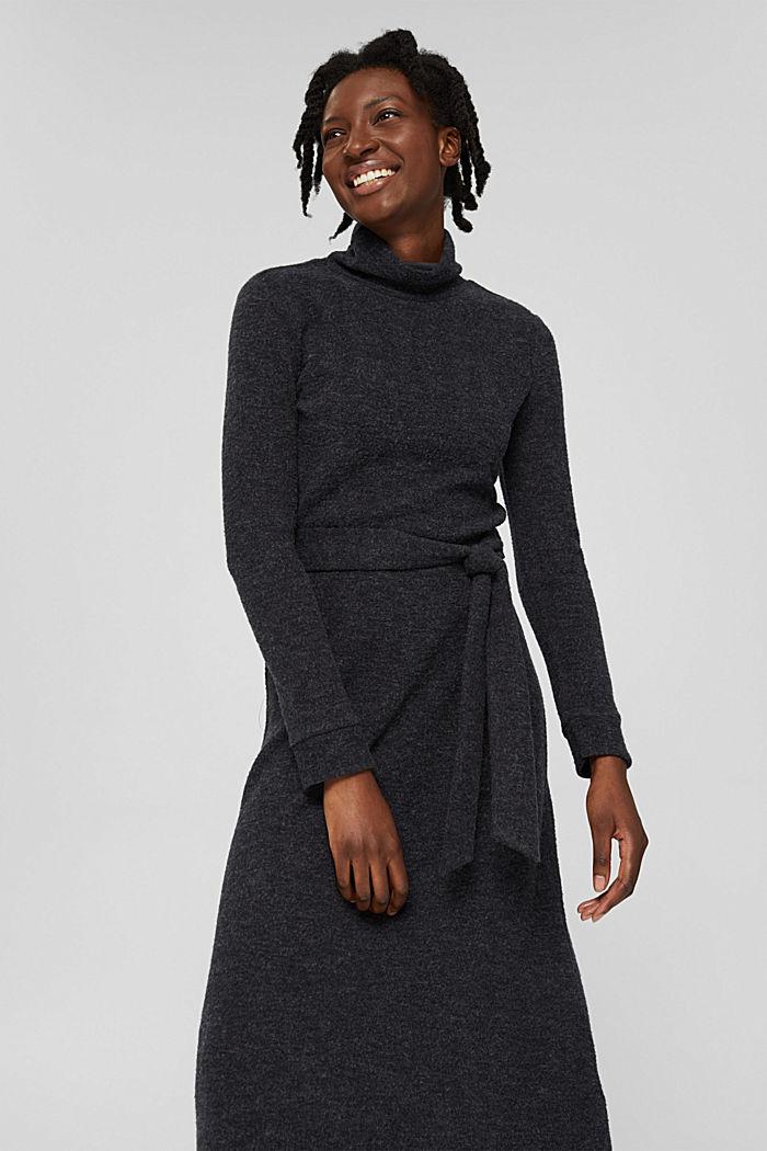 En matière recyclée: la robe en maille à ceinture, GUNMETAL, detail image number 0