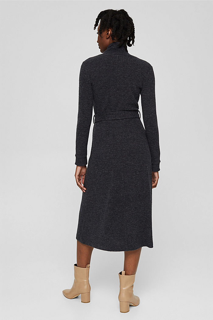 En matière recyclée: la robe en maille à ceinture, GUNMETAL, detail image number 2