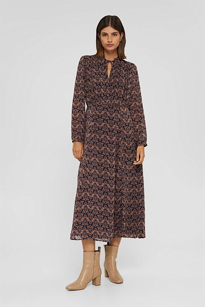 En matière recyclée: robe mi-longue en mousseline imprimée