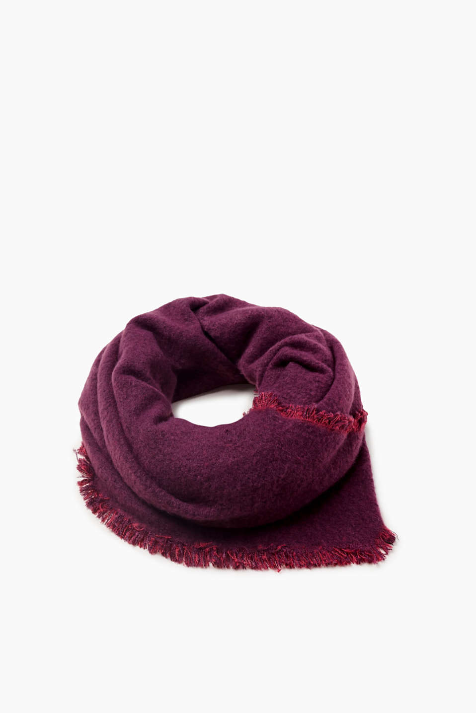 Cosy and warm! This scarf is bound to impress