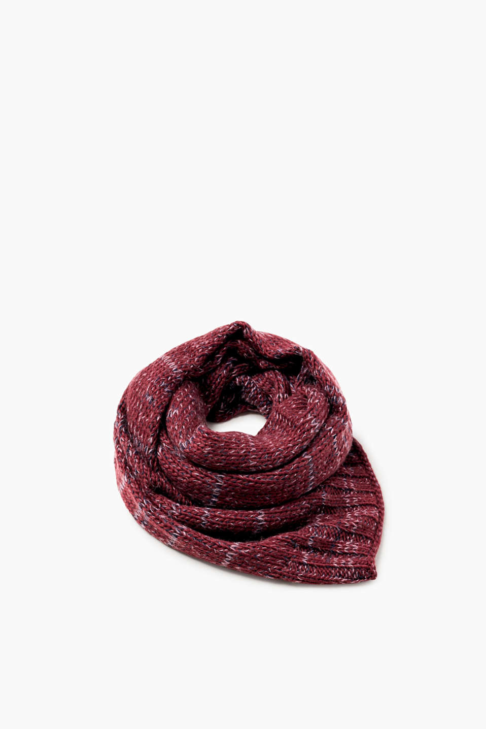 This extra wide, sensationally snug scarf is made of comfy, chunky melange yarn.