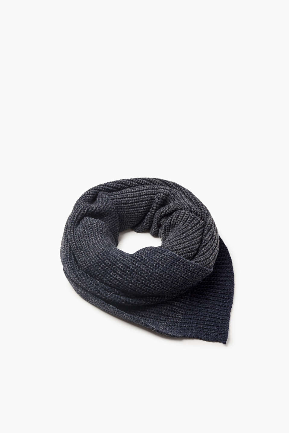 This gentle scarf, with its melange style and soft material mix, will become a favourite accessory