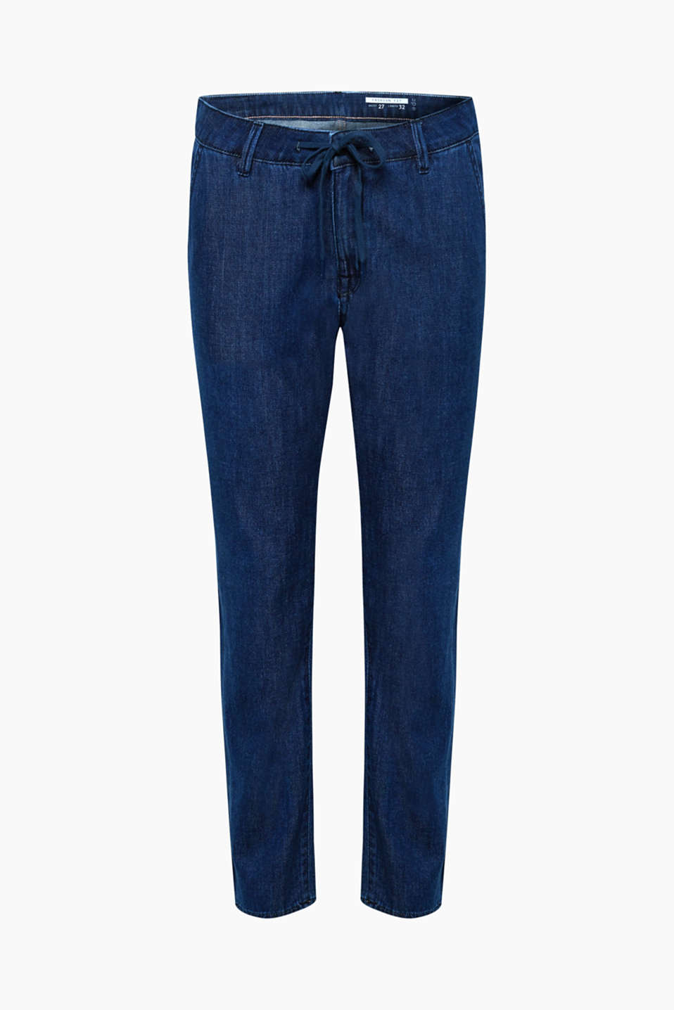 The soft cotton denim with a percentage of wool makes these jeans in a tracksuit style ultra soft and comfortable.