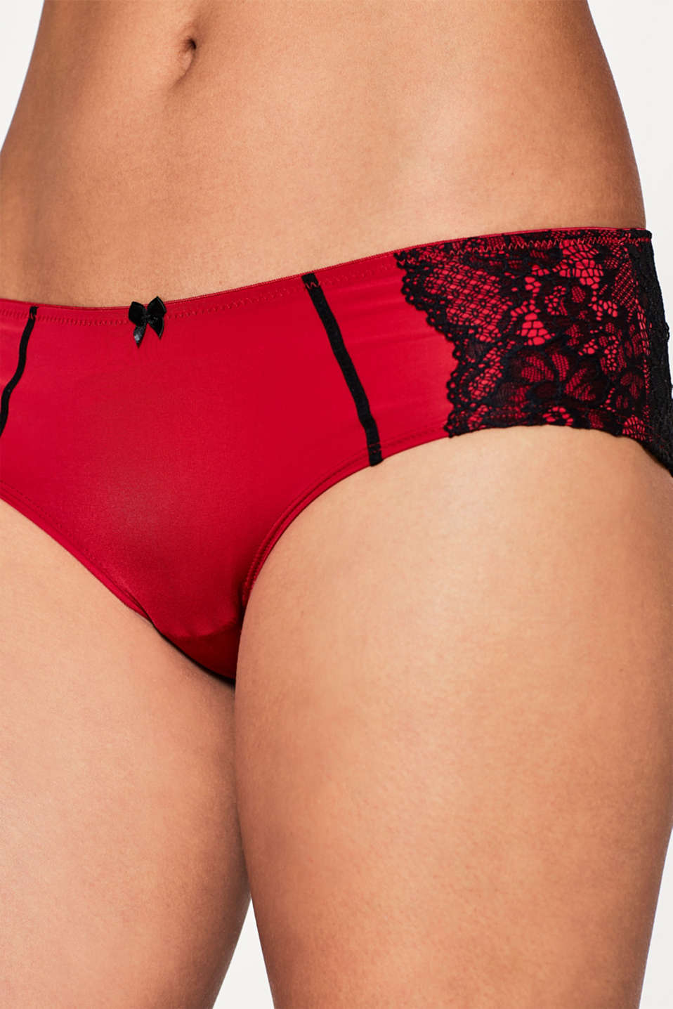 Shorty bicolore orné de dentelle