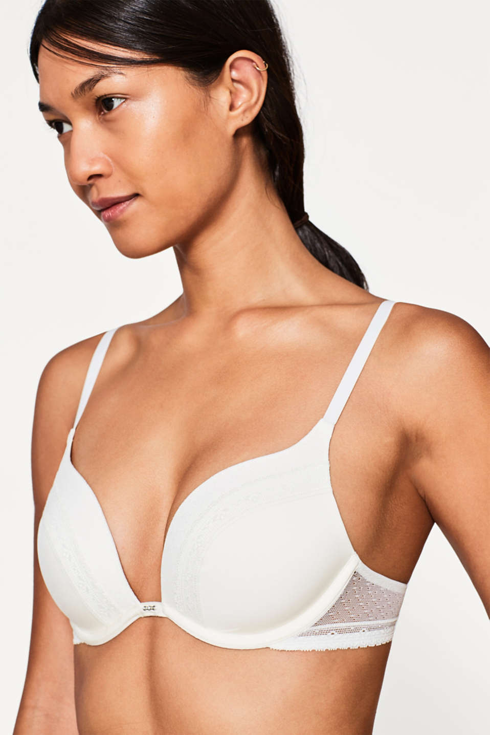 Push-up bra in delicate lace