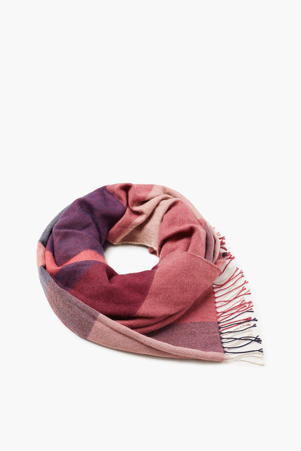 Oversized and colour block! This scarf stylishly completes your look for the cold days