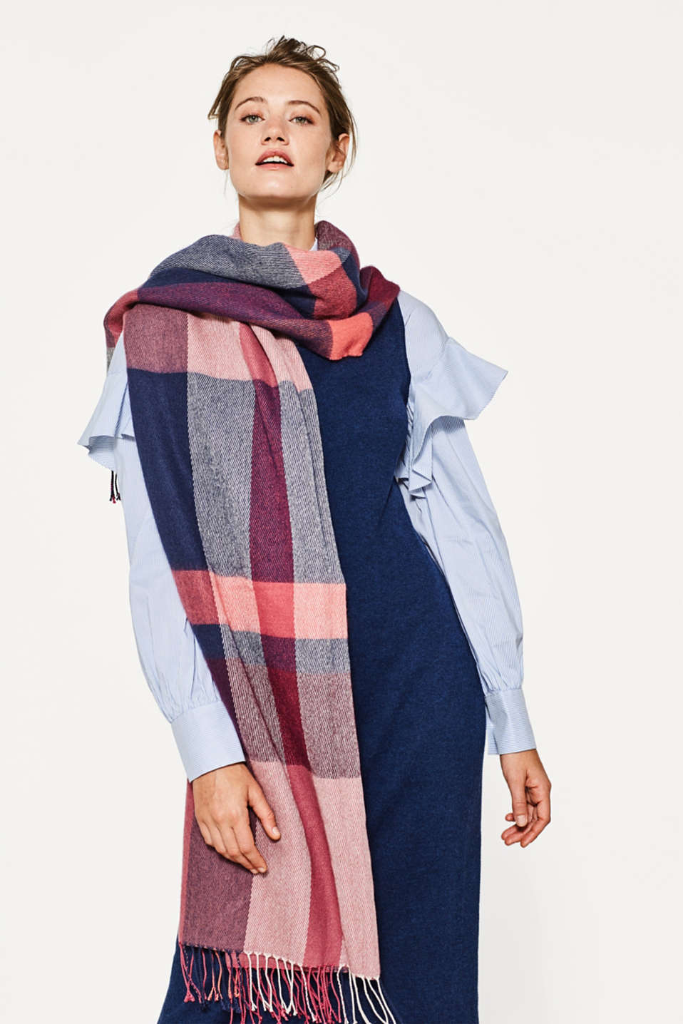Oversized scarf with colour block elements