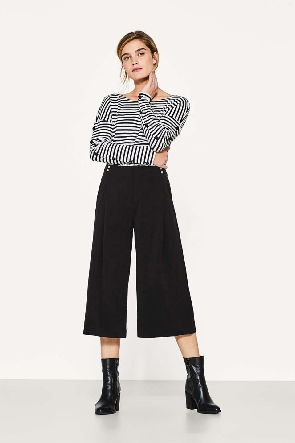Flowing culottes with waistband buttons