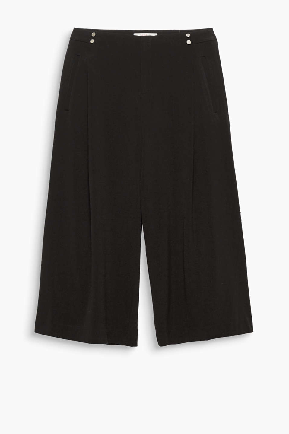 Decorative side buttons on the waistband and inset pleats make these flowing culottes your new, stylish go-to fave!