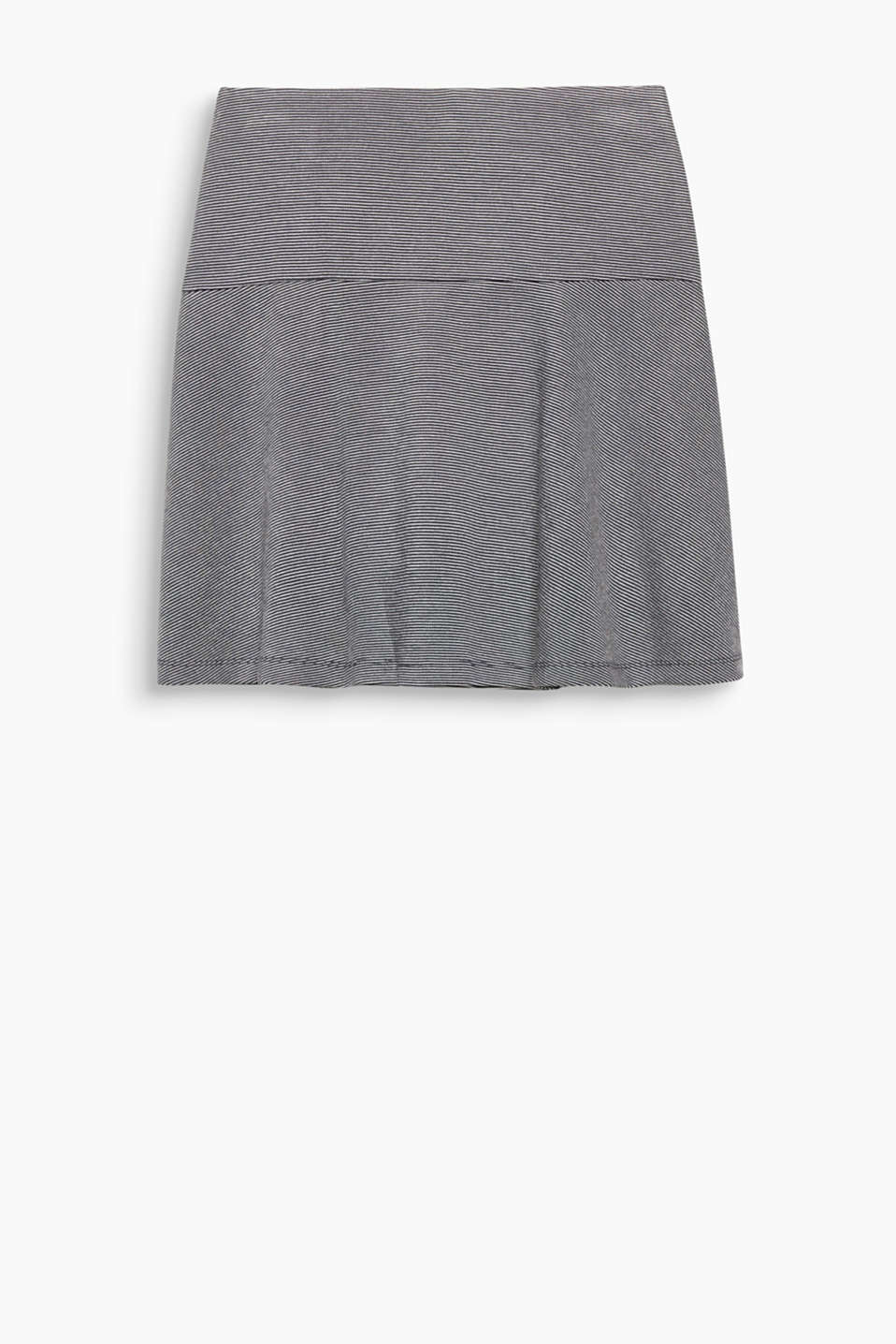 Your fashion essential for autumn! This flared godet skirt impresses with its simplicity.