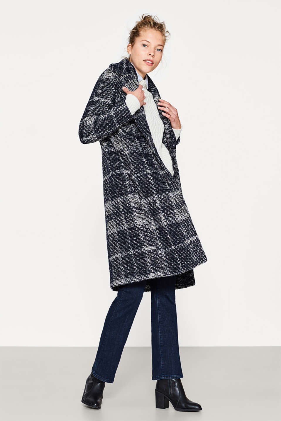Lightweight bouclé coat with new wool