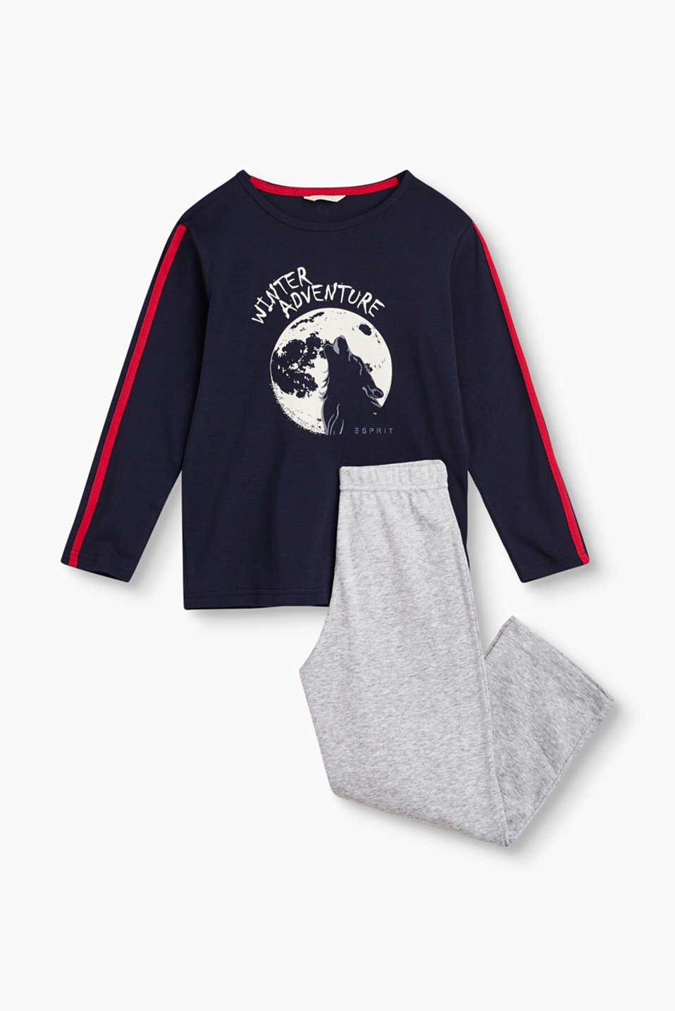 Super comfortable with a cool look: pyjama set with a wintery wolf print.