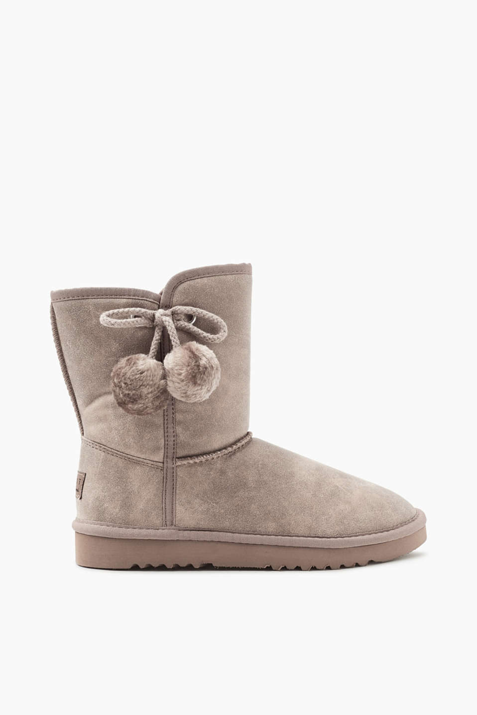 These winter boots in cool faux nubuck leather with a cosy faux fur lining are a classic piece.
