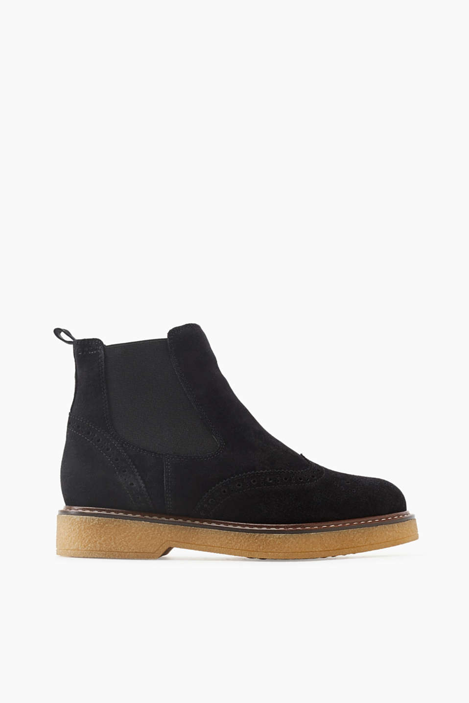 The brogue perforations and the crepe sole give this Chelsea boot with faux fur lining its new look!