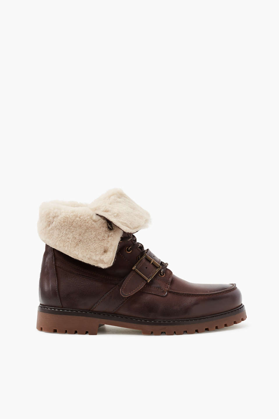 For windy and bad weather! The wool lining inside these leather, lace-up boots guarantees warm feet throughout winter.