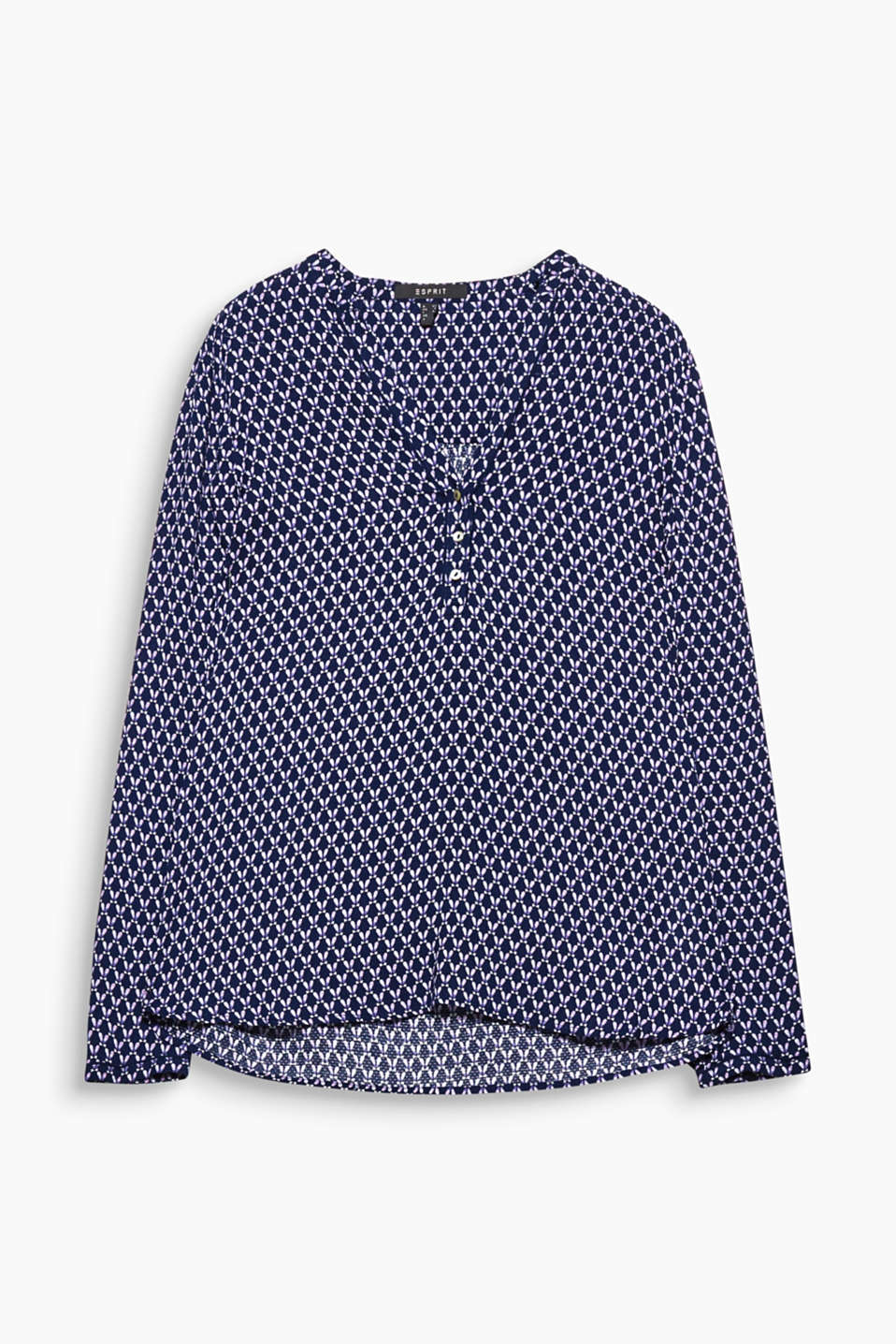 You are sure to turn heads in this flowing blouse thanks to its graphic all-over pattern.