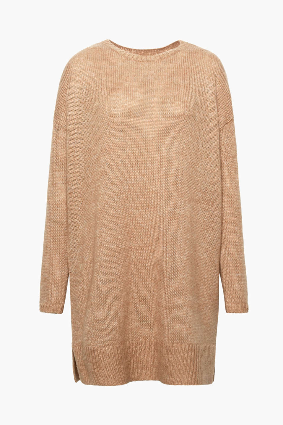We love knitwear! This jumper wows with its oversized look and exquisite percentage of wool and mohair.