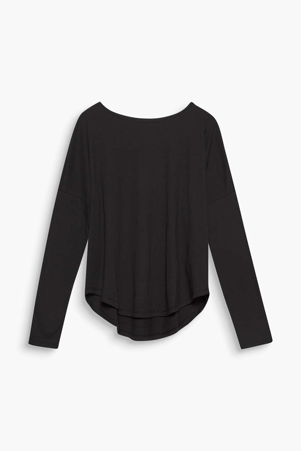 This versatile oversized long sleeve T-shirt made of organic cotton and linen looks cool and natural!