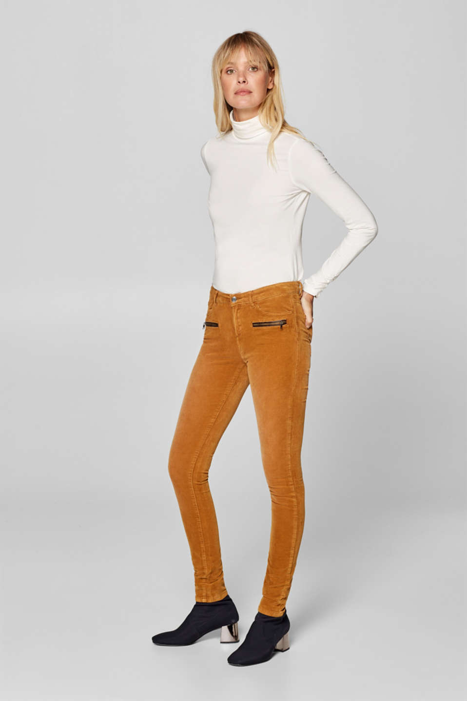 Esprit - Needlecord trousers in stretch cotton with zips