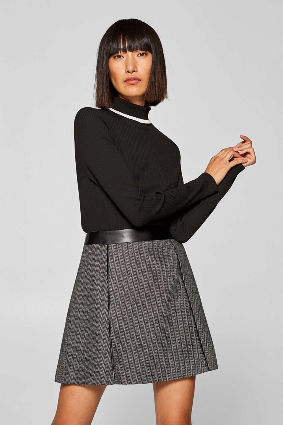 Esprit - With wool: Stretch skirt with imitation leather details