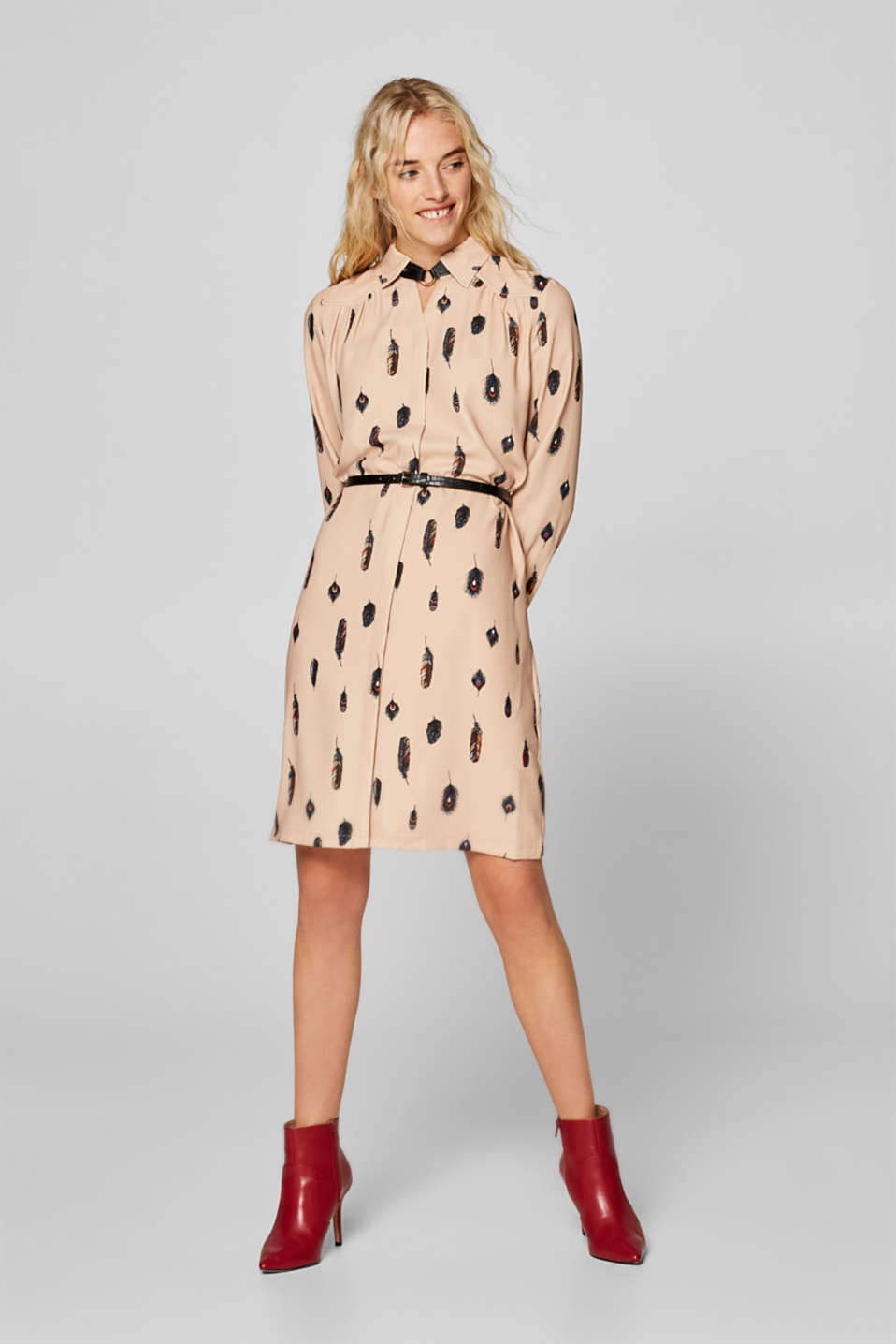 Esprit - Belted shirt dress with a feather print
