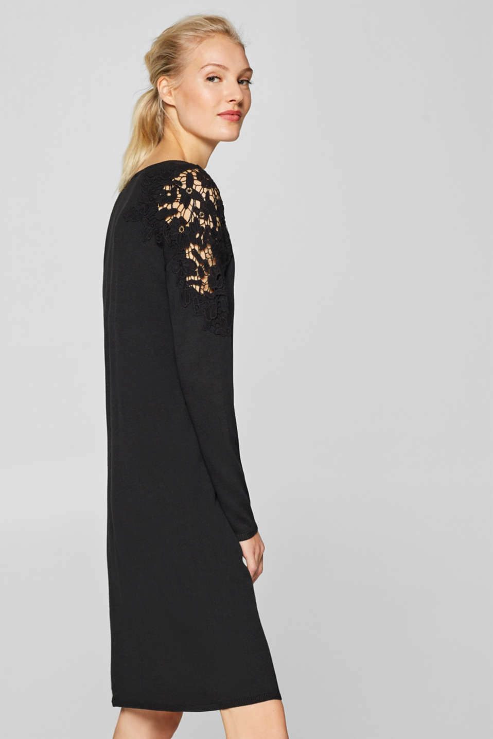 Esprit - Knitted dress with details in crocheted lace