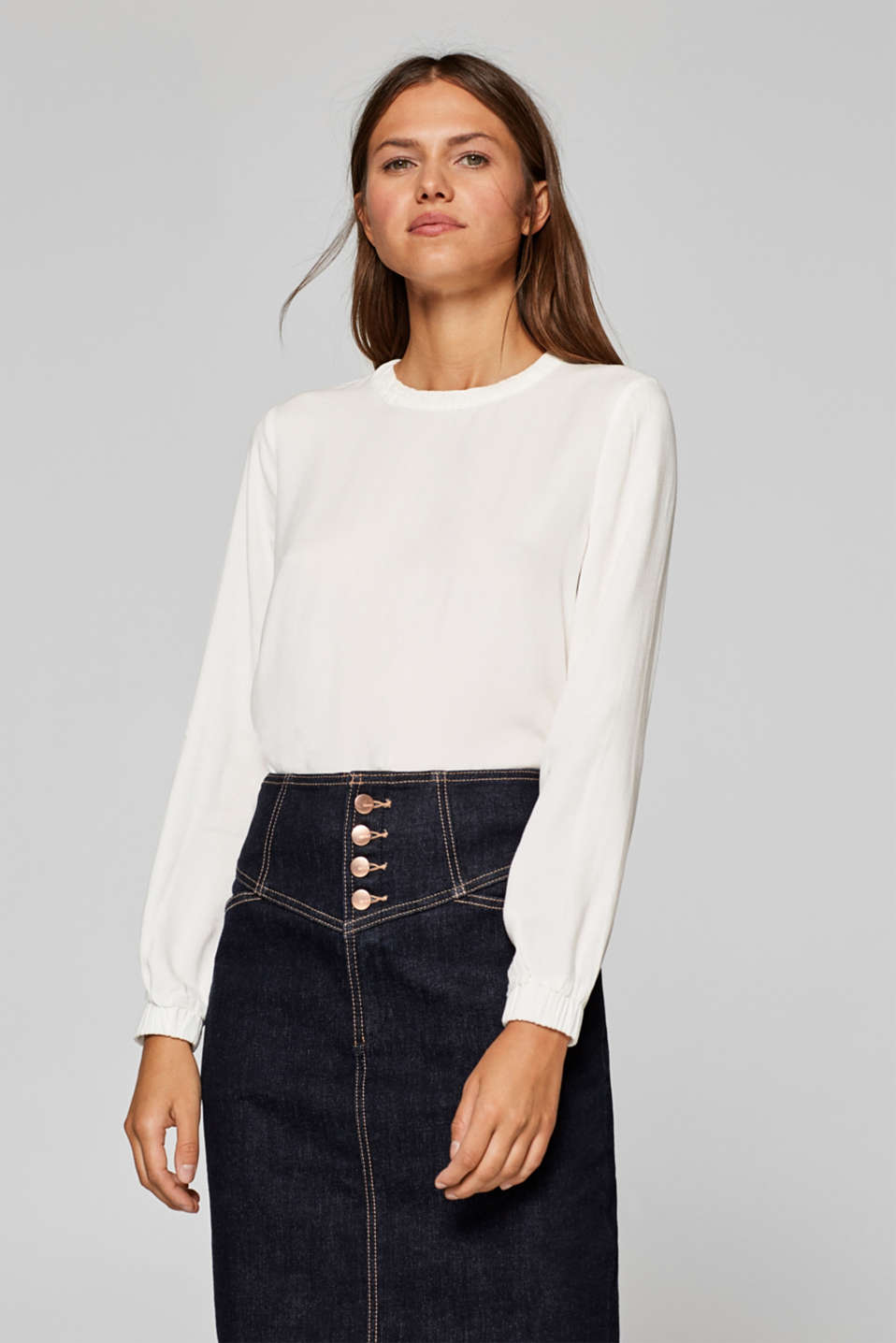 Esprit - Crêpe blouse with a decorative trim