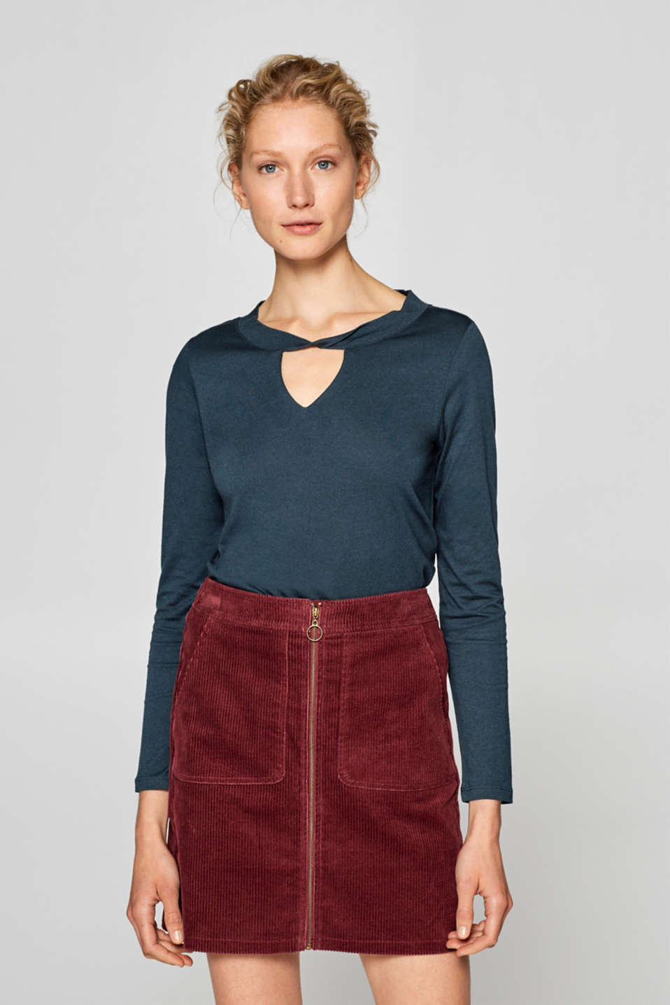 Esprit - Long sleeve top with a cut-out at the neckline