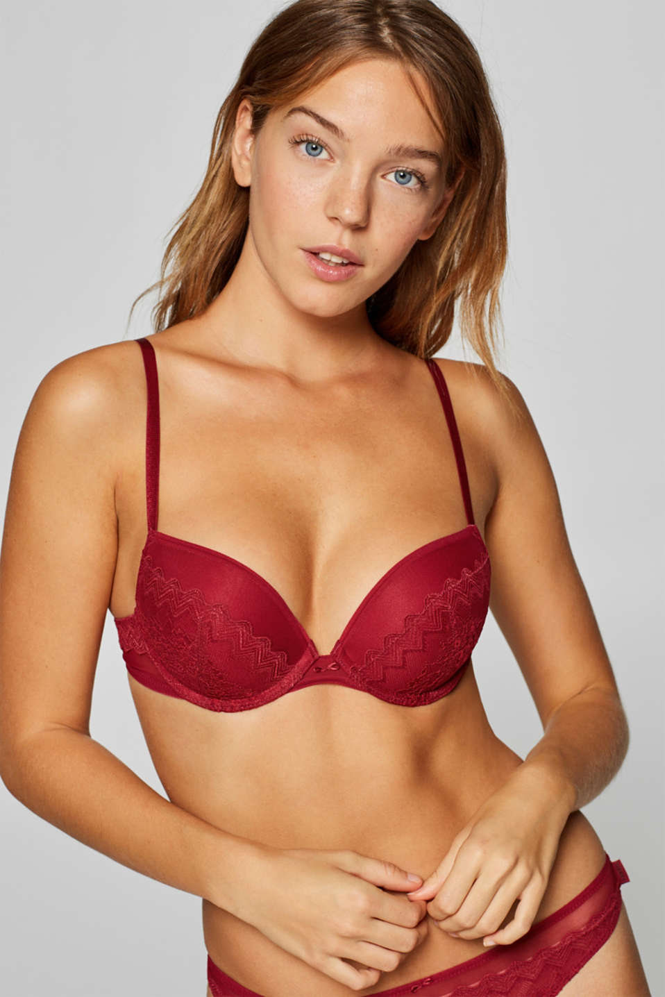 Esprit - Push-up bra made of a different types of lace