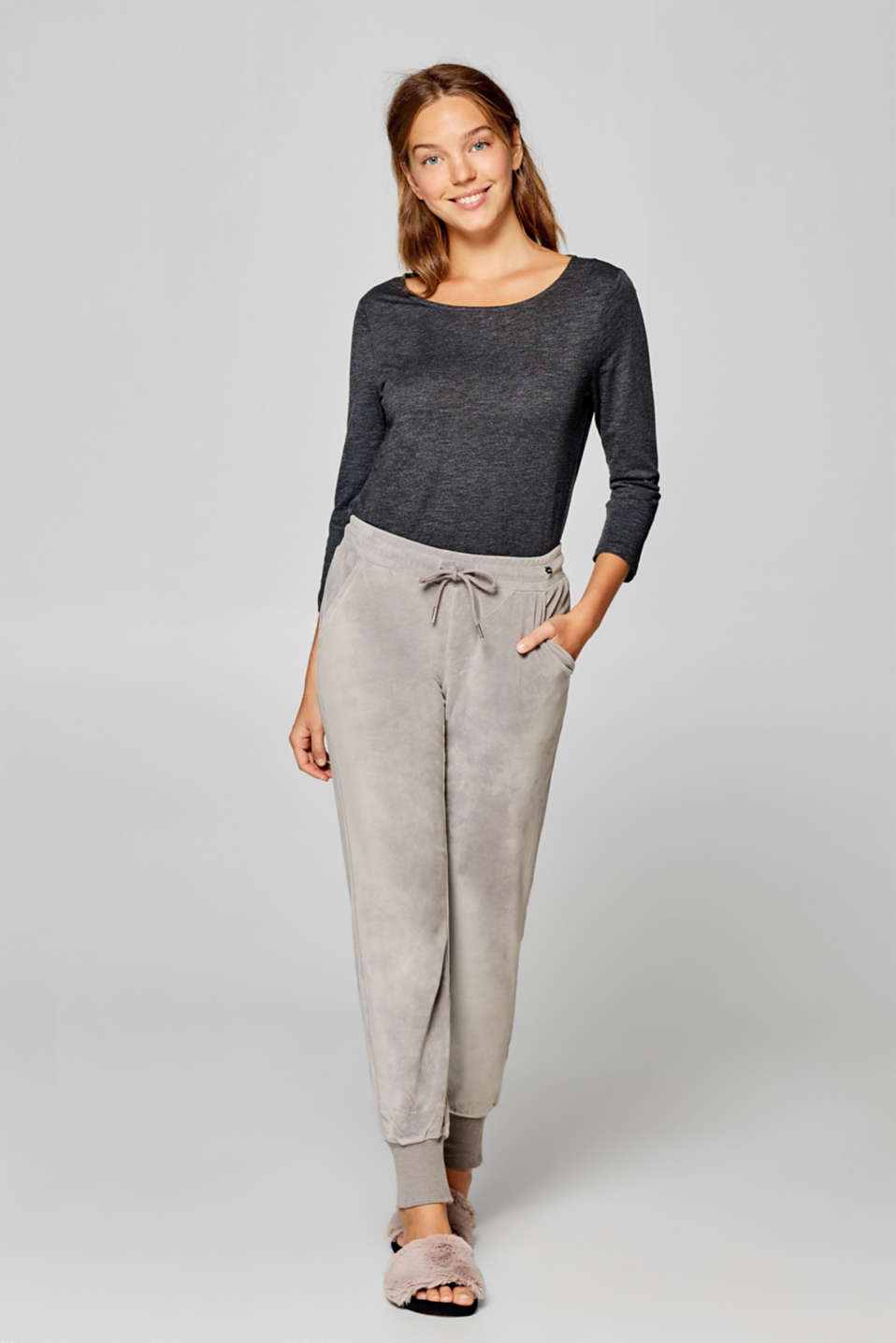 Esprit - Loungewear trousers in velvety soft velour