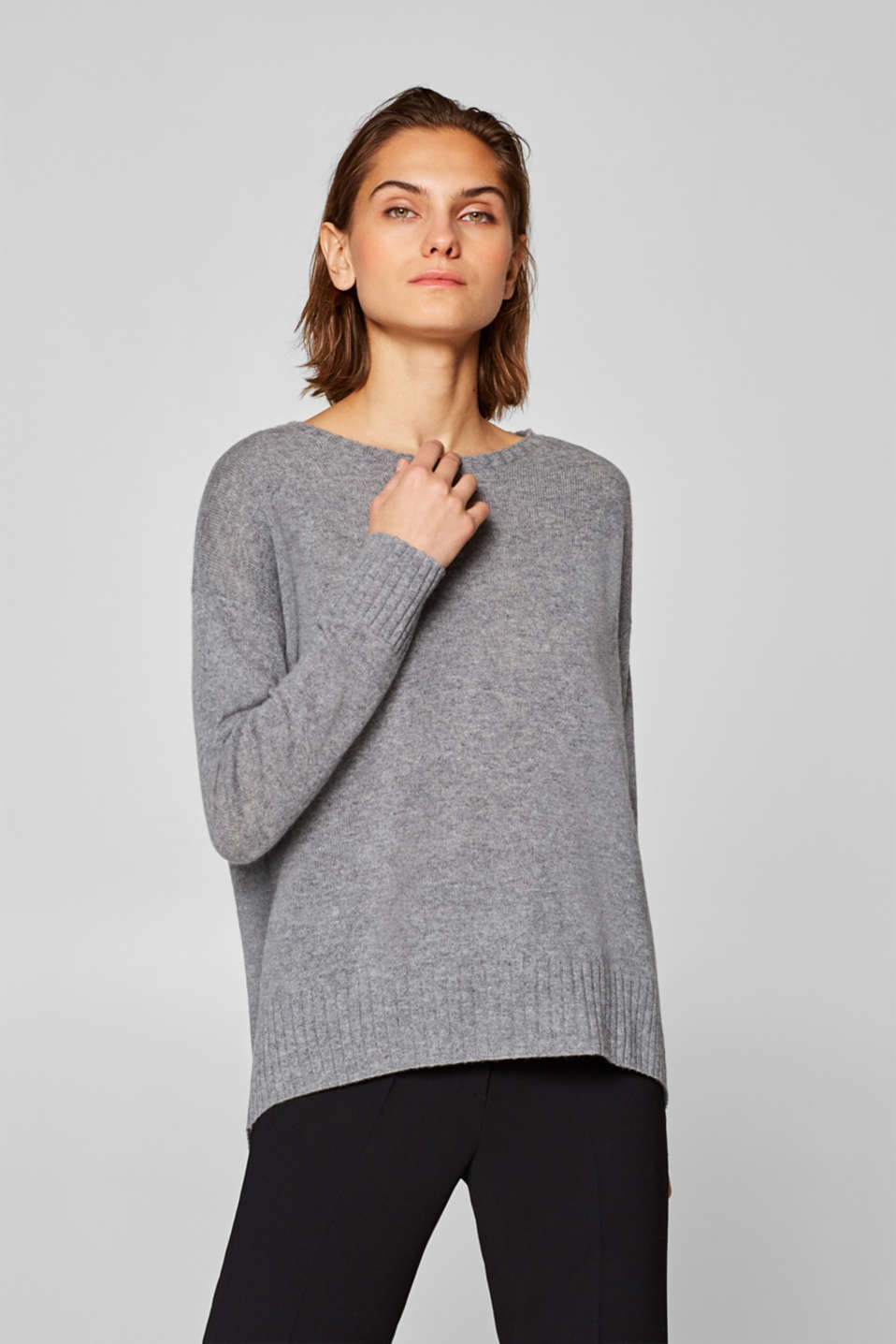Esprit - Made of cashmere: jumper with a high-low hem