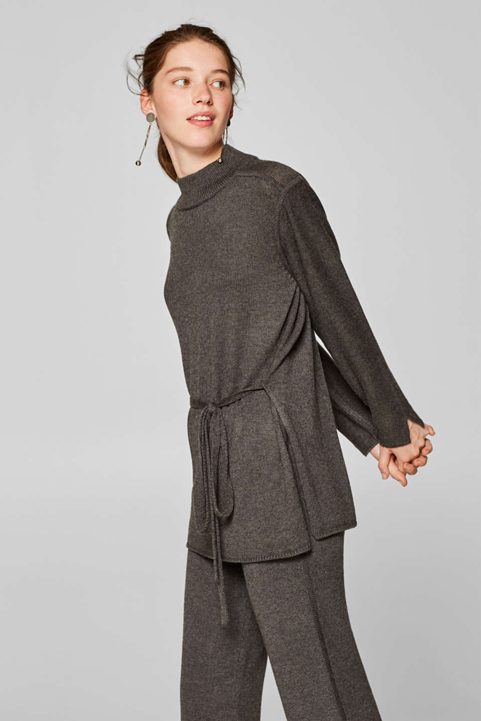 Esprit - Wool blend: jumper with slits and a belt
