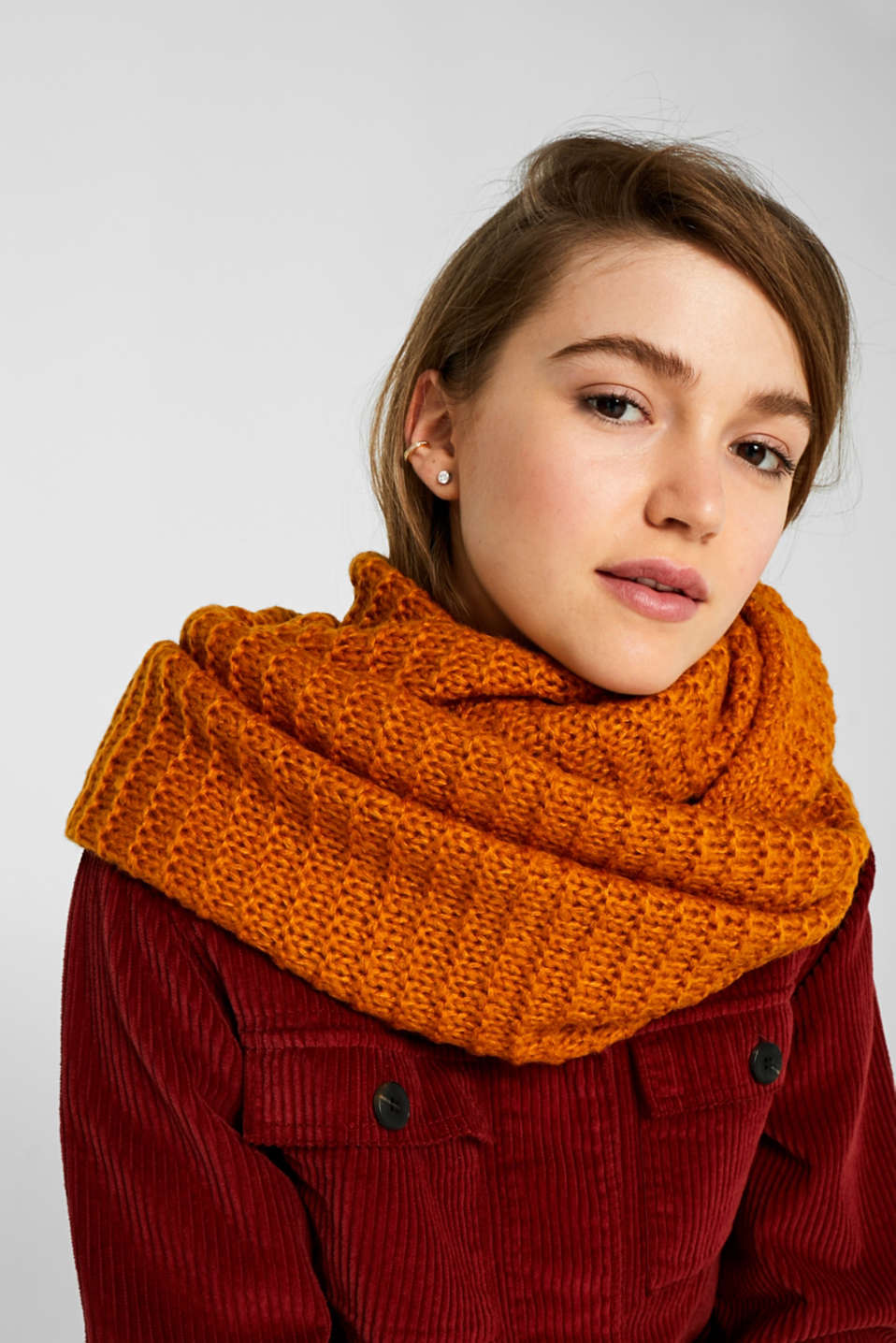 Snood scarf made of a chunky knit, AMBER YELLOW, detail image number 1