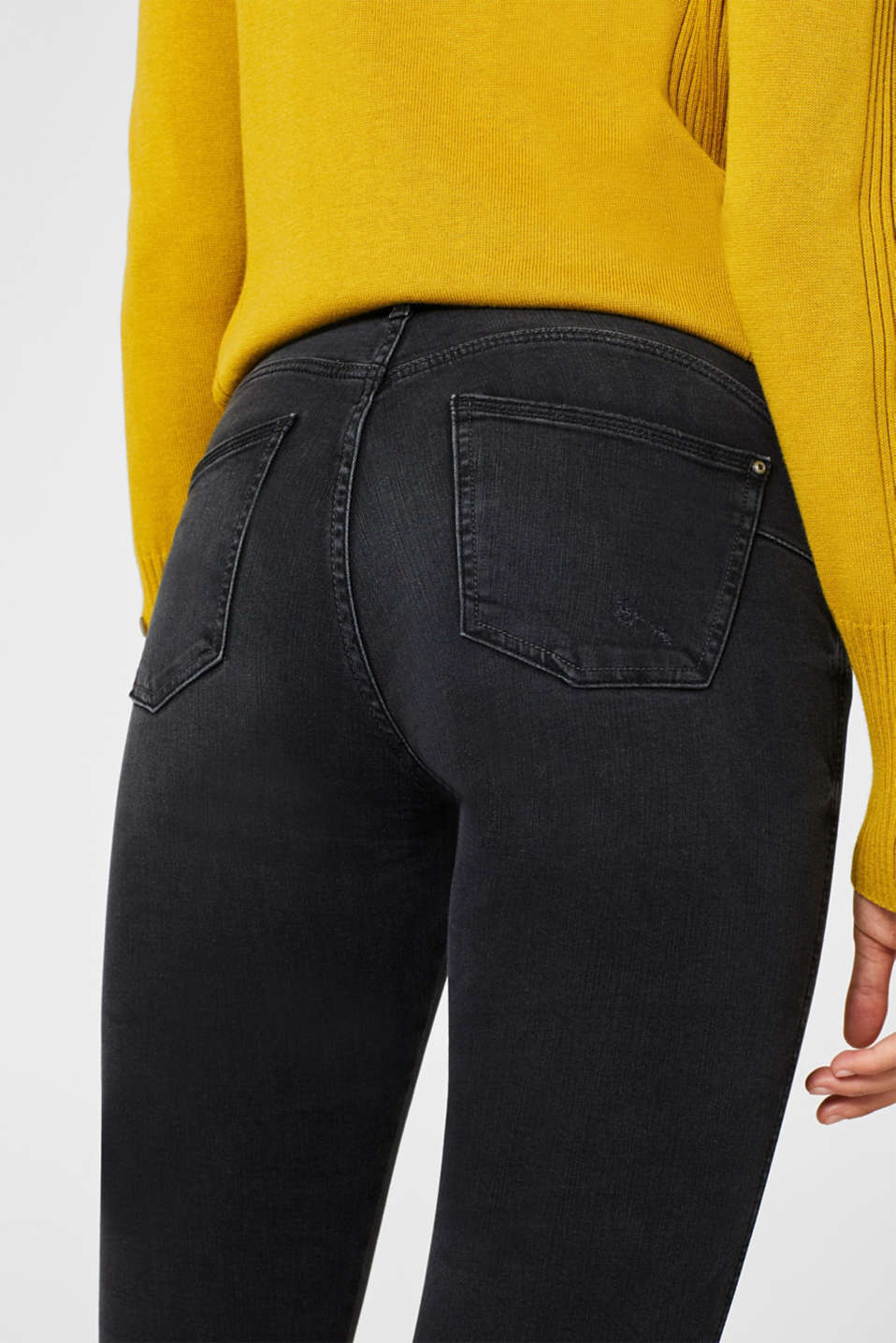 With TENCEL™: Shaping jeans with two-way stretch, BLACK DARK WASH, detail image number 5