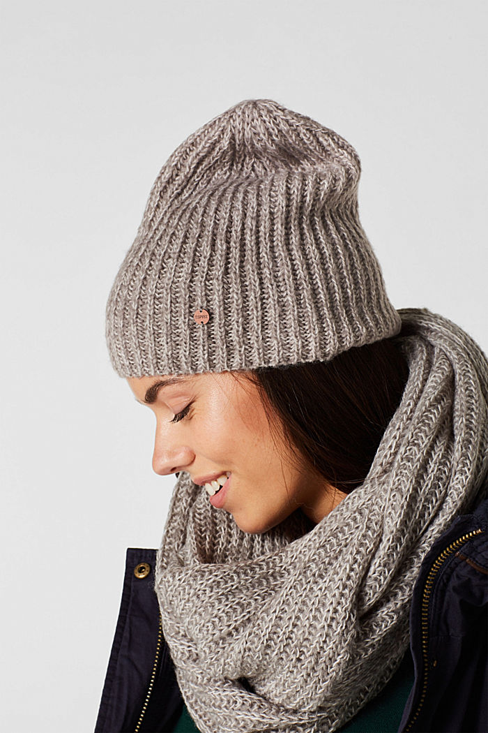 Ribbed beanie with wool
