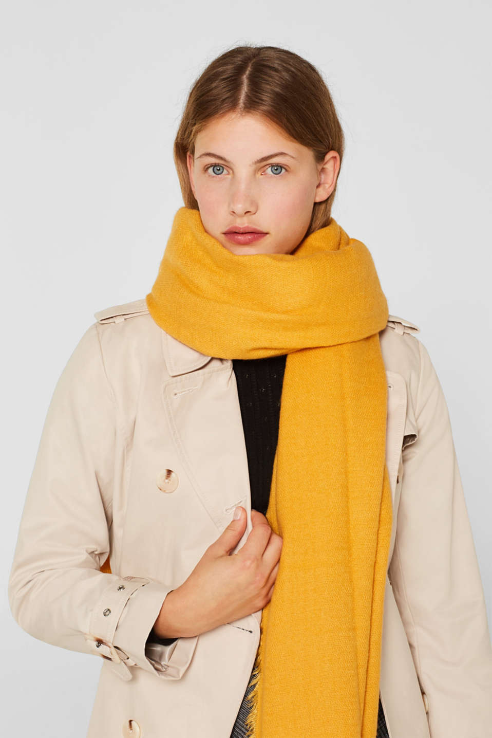 Oversized scarf with fringing, HONEY YELLOW, detail image number 1