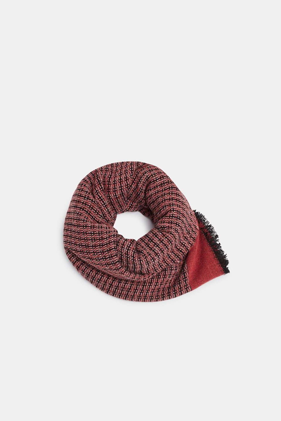 With wool: Scarf in Italian yarn, CORAL RED, detail image number 0