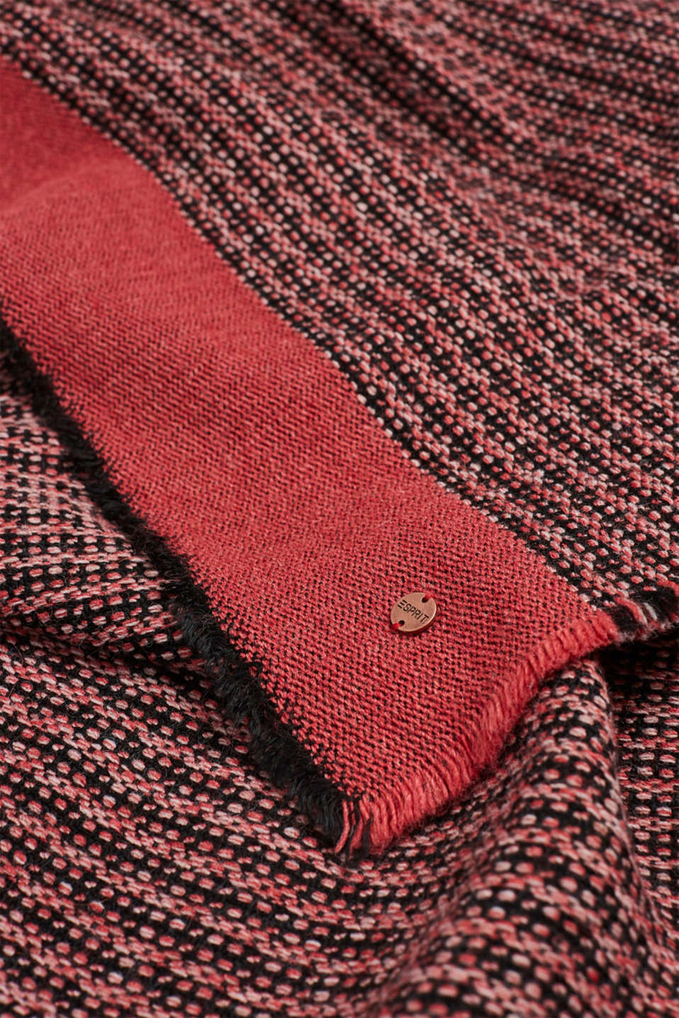 With wool: Scarf in Italian yarn, CORAL RED, detail image number 2