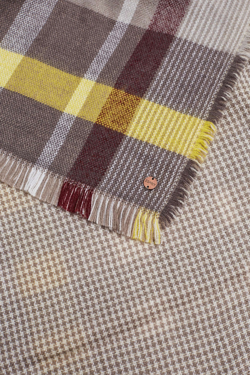 Double-faced scarf with checks, TAUPE, detail image number 2