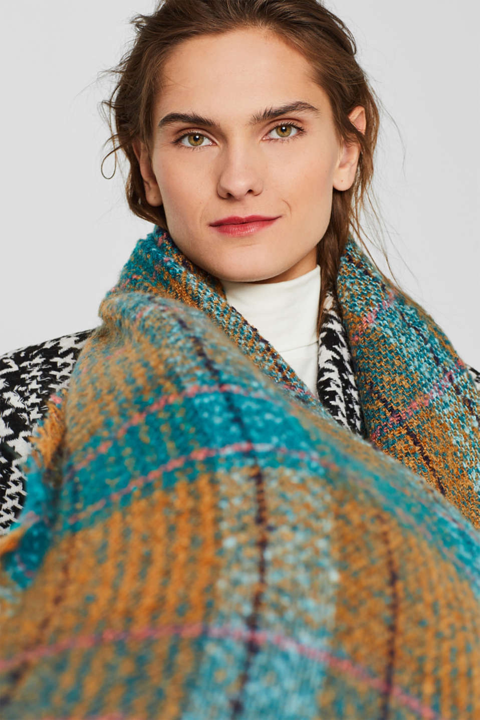 Bouclé scarf with a check pattern, TEAL GREEN, detail image number 3