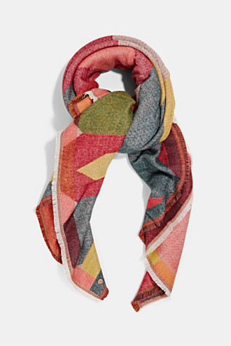 Woven scarf with a geometric pattern