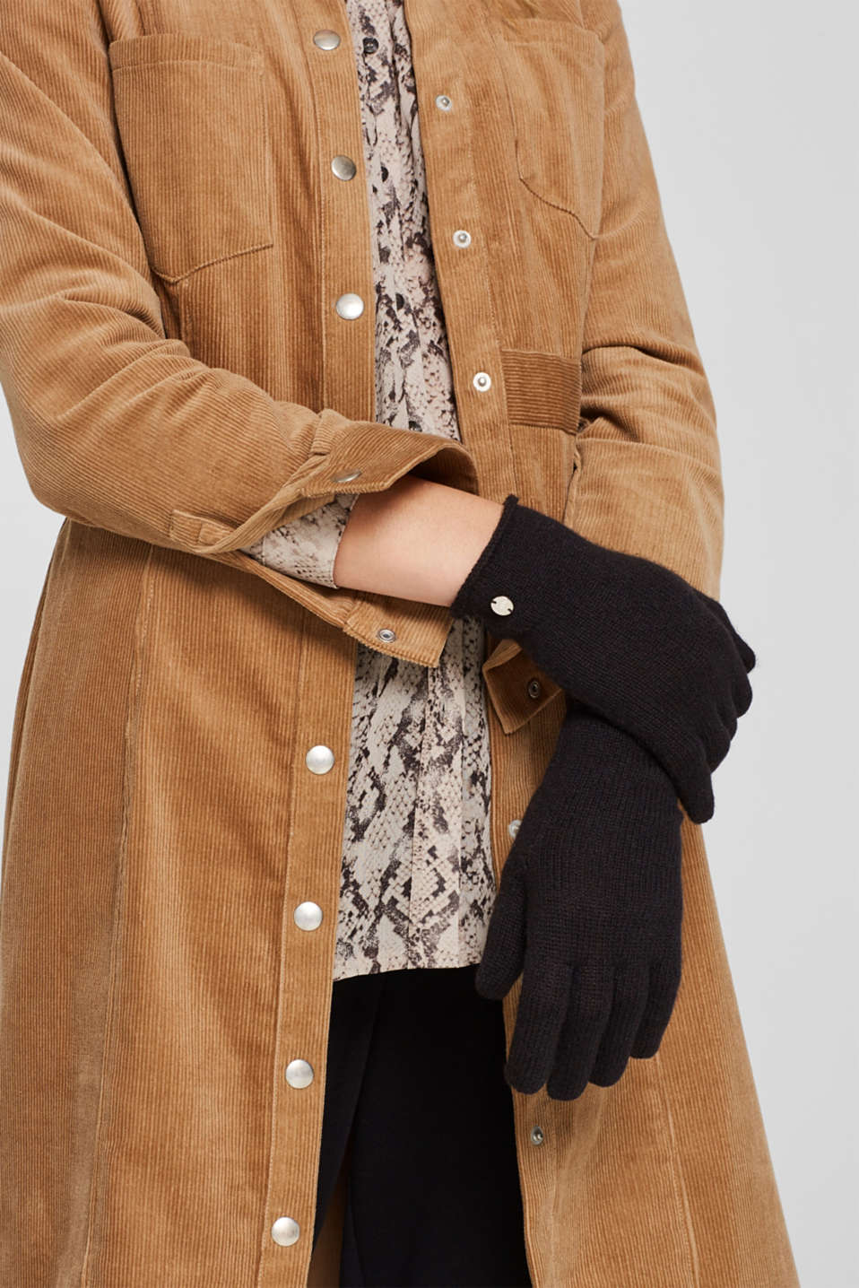Knit gloves in a cashmere/wool blend, BLACK, detail image number 2