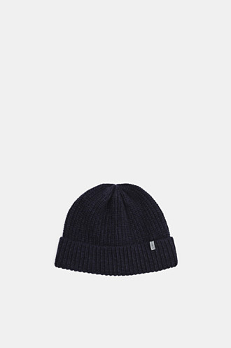 100% merino wool: Beanie with a ribbed texture