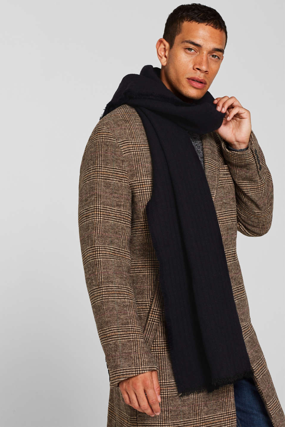 With wool: Scarf made of a two-tone fabric, NAVY, detail image number 1