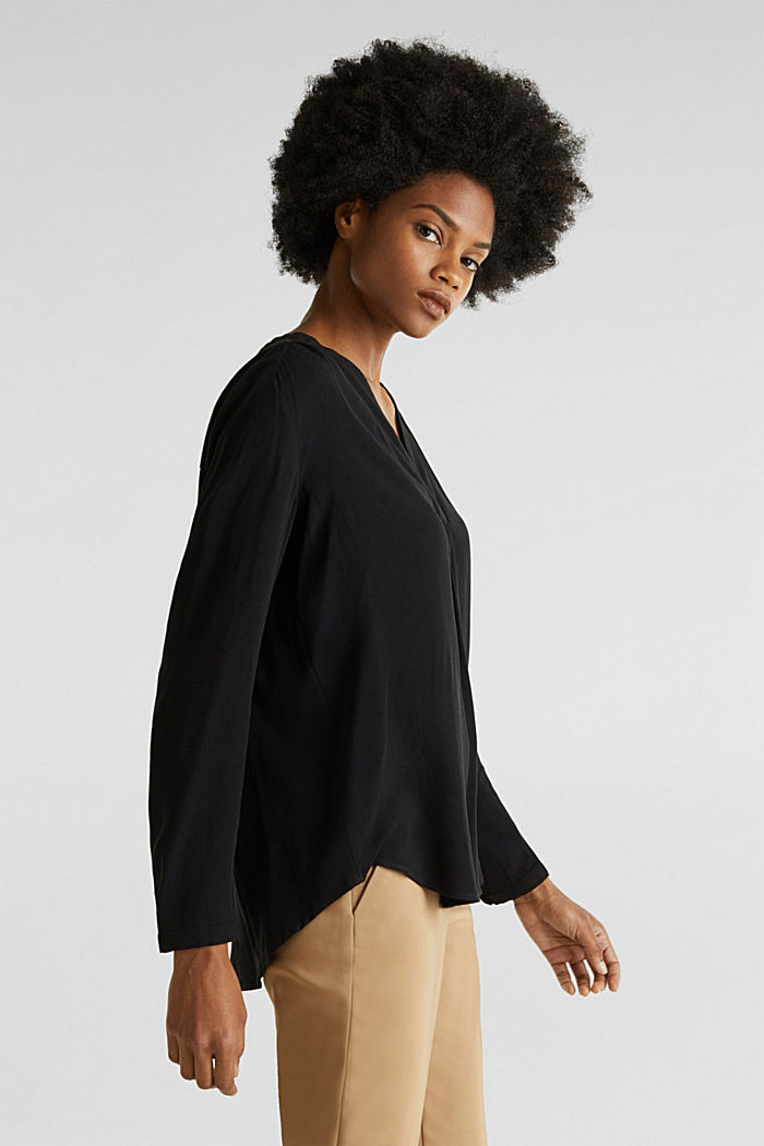 Crêpe blouse with a Henley neckline