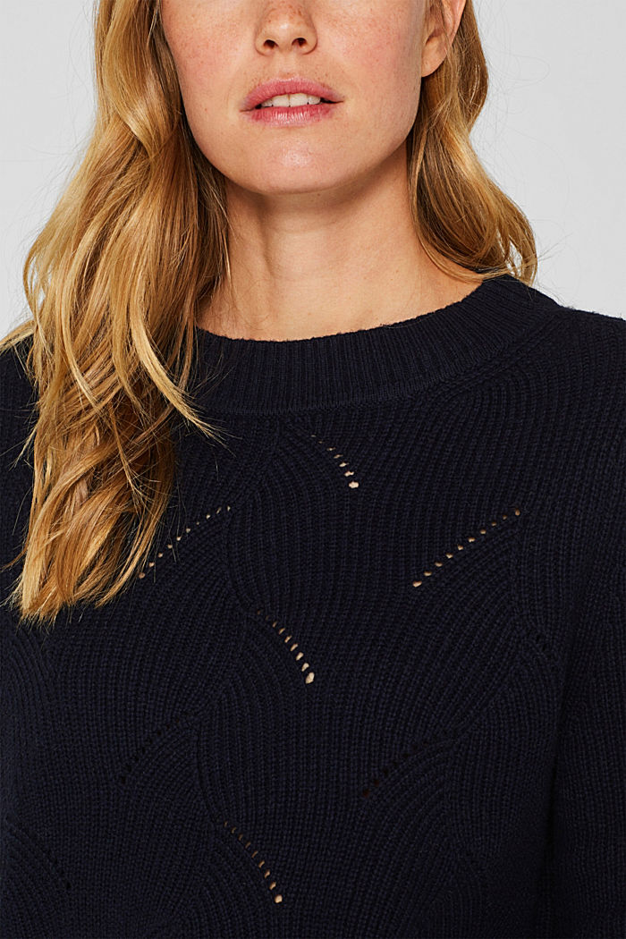 With wool: Jumper with a textured pattern, NAVY, detail image number 2