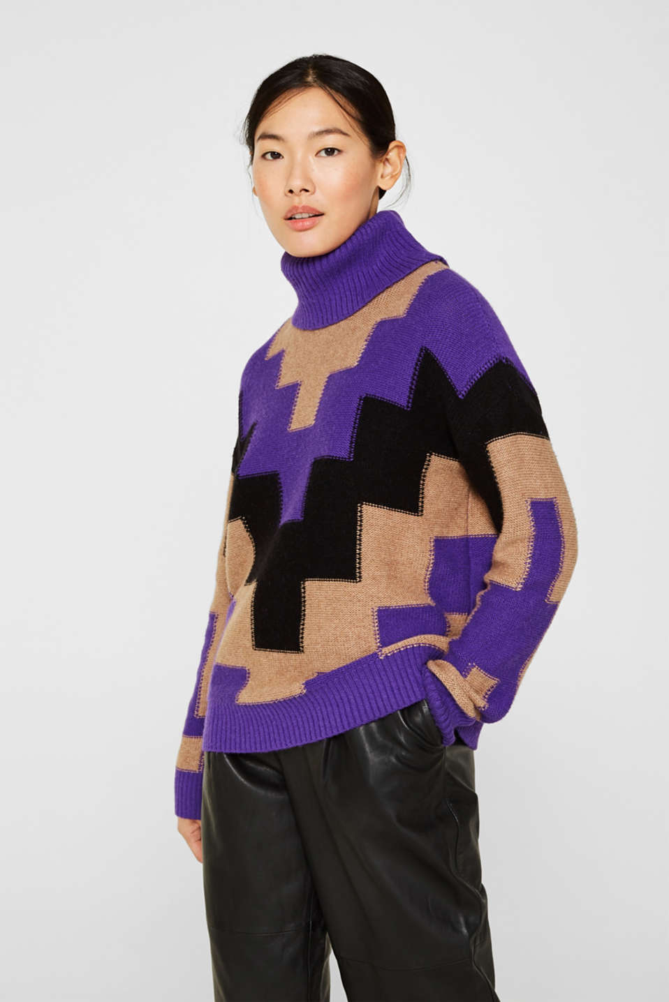 Esprit - Polo neck jumper with a geometric pattern