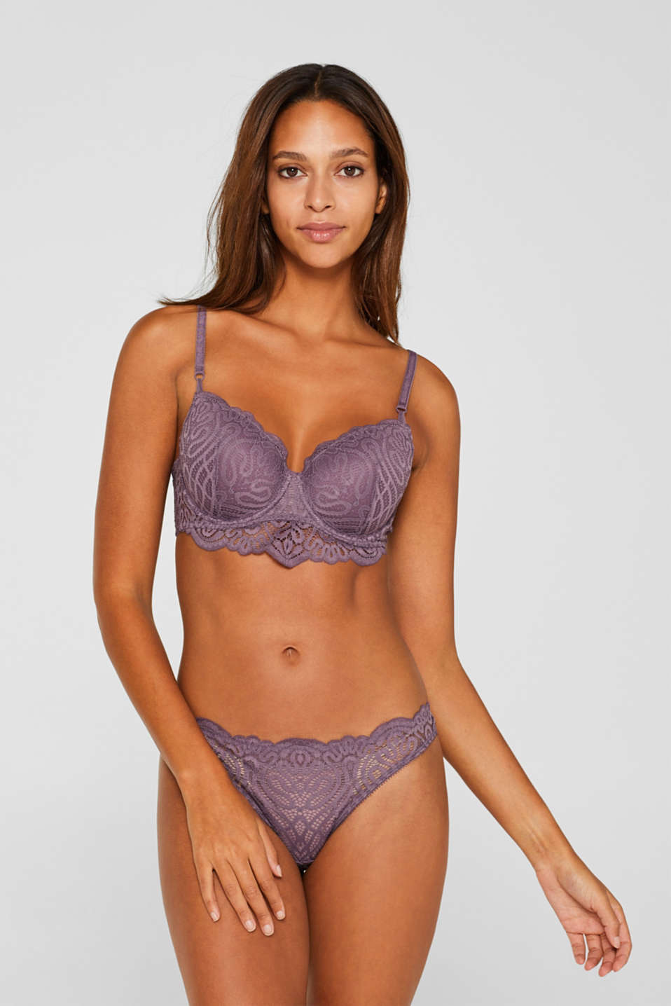Padded underwire bra made of decorative lace, BERRY PURPLE, detail image number 0