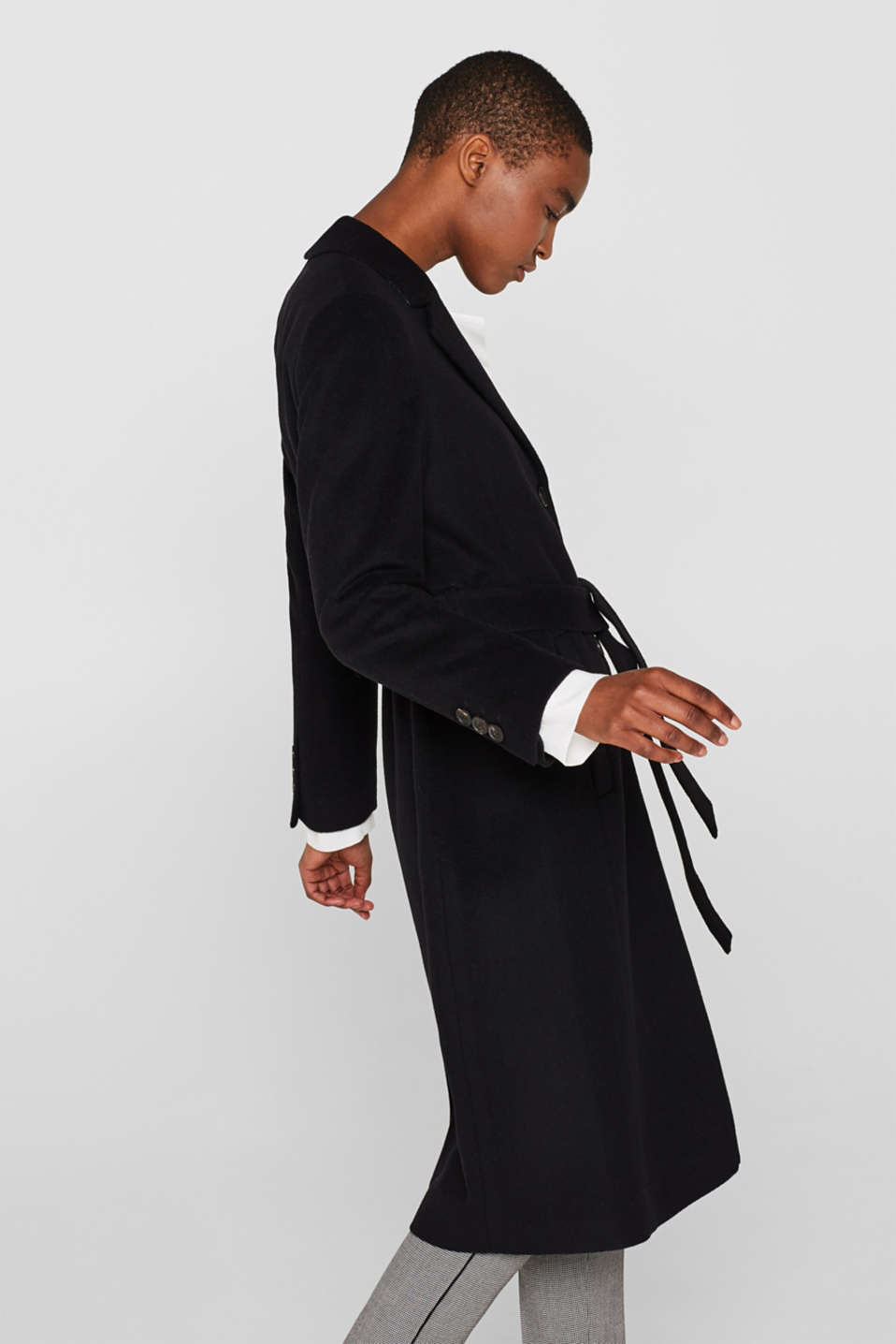 Made of blended wool with cashmere: coat with tie-around belt, BLACK, detail image number 5
